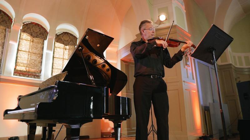 Wojciech Kołaczyk w utworach Magdaleny Cynk na altówkę solo, fot. Jacek Owczarz | Jack Jack Films