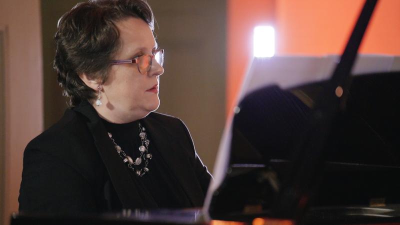 Anna Stempin - Jasnowska w Sonacie fortepianowej Marcina Kopczyńskiego, fot. Jacek Owczarz | Jack Jack Films